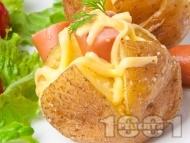 Запечени картофи със сирене, кашкавал и кренвирши на фурна